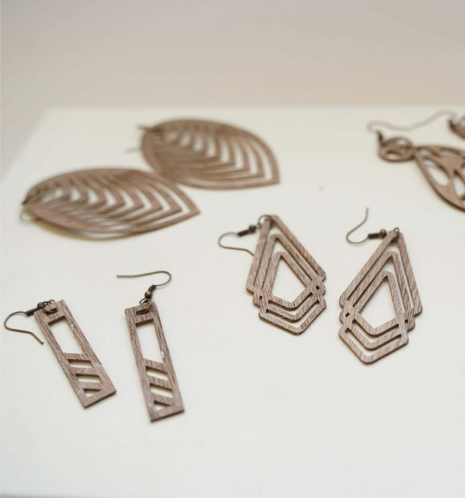 how to make wooden jewelry